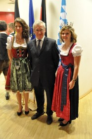 Parlamentarischer Abend in Brüssel mit der Bay. Bierkönigin und Europaabgeordneten Albert Dess